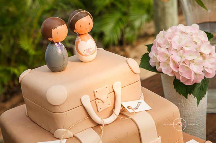 Bolo de casamento no formato de malas
