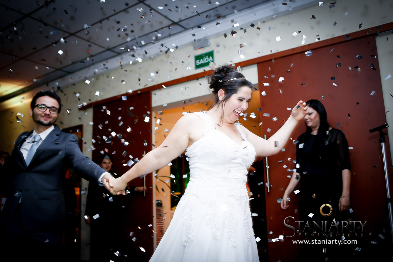 Escolha da música da entrada dos noivos no salão