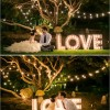 Love em letras gigantes e luzes