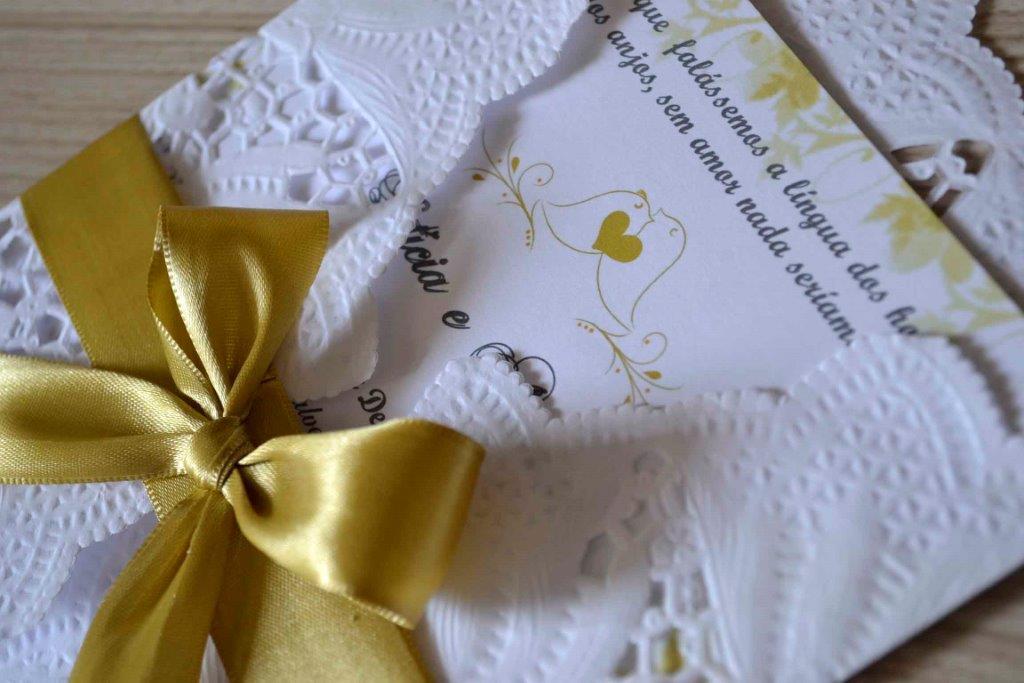 Como fazer convite de casamento rendado com toalha de papel