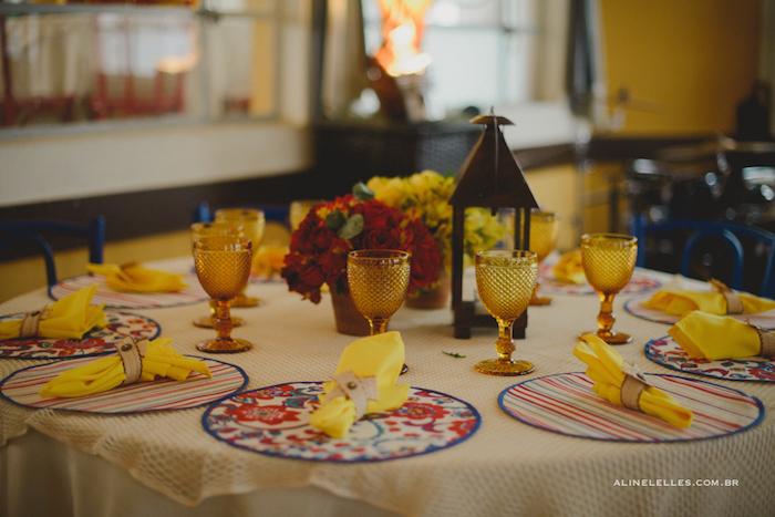 Mesa dos convidados colorida