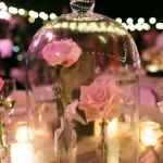 centro de mesa com redoma e flores
