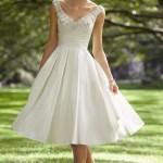 vestido de noiva curto de setim e aplicação de pedraria