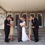 Noivos e pais - beijos