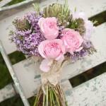 buquê desestruturado flores rosas e lilás