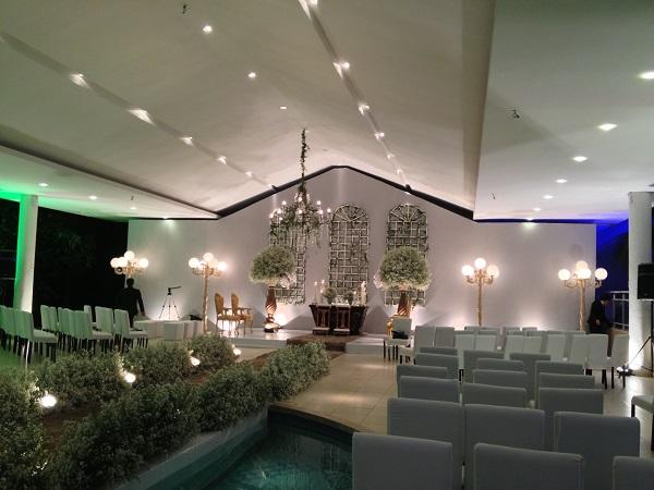 Organização da Cerimônia de Casamento - Corredor sobre a piscina
