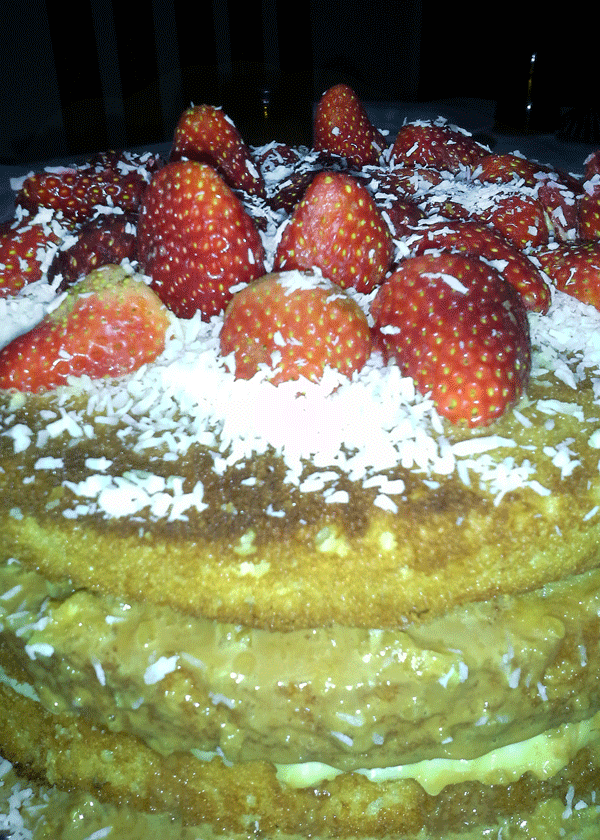 Naked cake que fiz para o meu aniversário - com recheios de creme de coco e doce de leite
