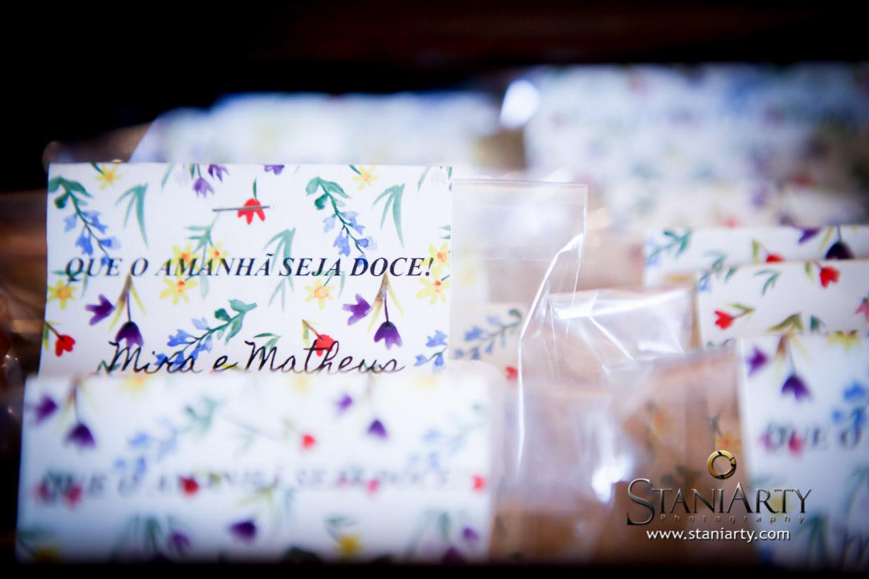 Bala de coco recheadas como lembrancinhas do casamento