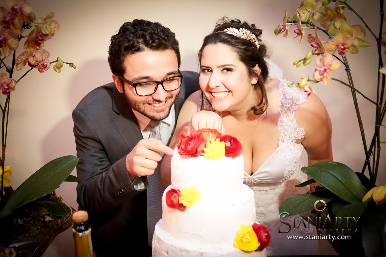 Bolo de Casamento com Flores Naturais - Mira e Matheus